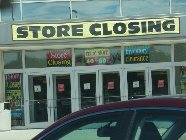 As the holiday season comes to a close, Macy s is one of many retailers  suffering from economic woes. After posting disappointing numbers coming in  to 2016, ... eb0f117eab16